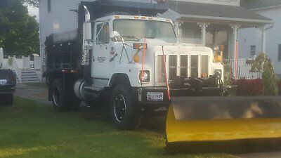 1995 International 2554 single axle dump truck with plow and spreader