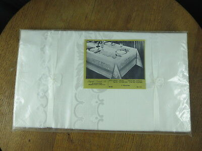 NOS Imported Ivory/White Damask Filigree Scroll Pattern Tablecloth and 6 Napkins