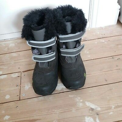Childs snow boots size 2