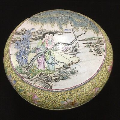 LARGE ANTIQUE CHINESE PAINTED ENAMEL COVERED BOX  19th Century ROUND