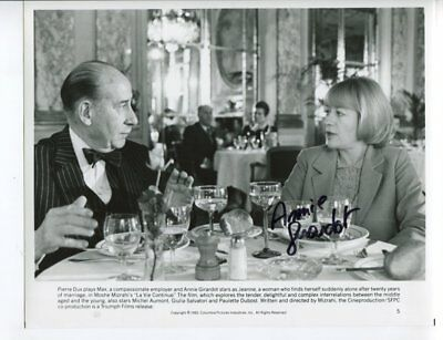 ANNIE GIRARDOT autograph HAND SIGNED 5479