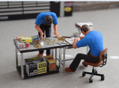 1/24 Scale Mechanics & Table with assorted items Built Painted Ready for use