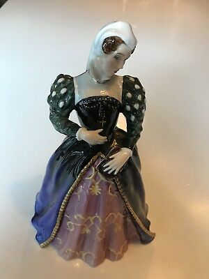 ROYAL DOULTON MARY QUEEN OF SCOTS FIGURINE. QUEENs OF THE REALM COLLECTION