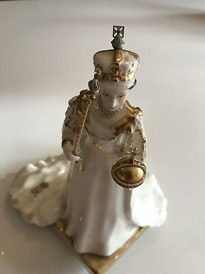ROYAL DOULTON FIGURE LIMITED EDITION FIGURE Of QUEEN ELIZABETH 11