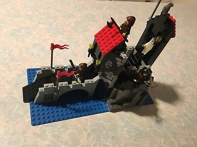 Lego Wolfpack Tower 6075-1 100% Complete with 4 Minifigs