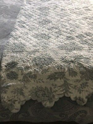 OKA Jardiniere Reversible Quilt in grey & white super king or king size used