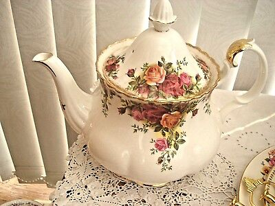 "Royal Albert ""old Country Roses"".....large Teapot (Decoration Only)"