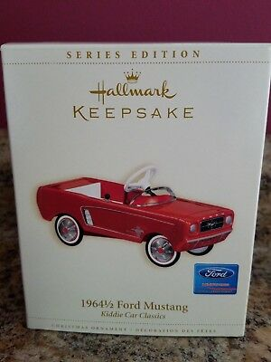 2006 Hallmark Ornament 1964 1/2 FORD MUSTANG 13th Kiddie Car Classics Series MIB