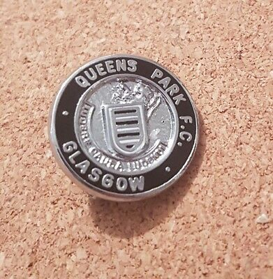 Queens  Park  F c  -   Old  Football  Pin  Badge . W Reeves