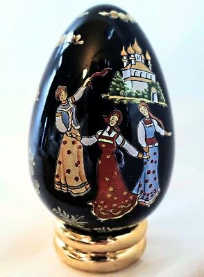 Russian Lacquer Egg from FRANKLIN MINT Collector's Treasury of EGGS with Stand