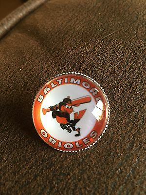 BALTIMORE ORIOLES Baseball MLB Glass Fronted Raised & Unique Pin Badge Team Logo