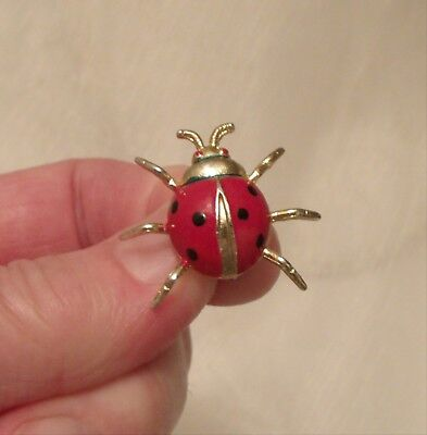 VINTAGE 1950s GOLD COLOUR RED ENAMEL SMALL LADYBUG BROOCH PIN