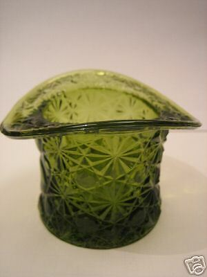 Daisy & Buttons Hat Green Glass Vintage