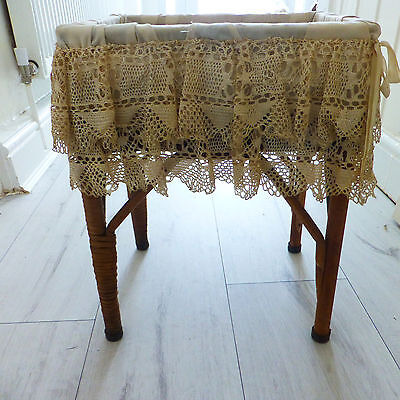 Vintage Dolls Wicker Crib/cot