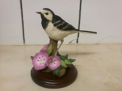 Country Artists Figurine : Wagtail With Geraniums