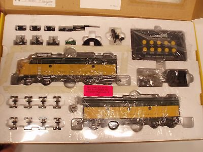 Showcase Line C&NW #1F3 A&B Set #366 New in Box