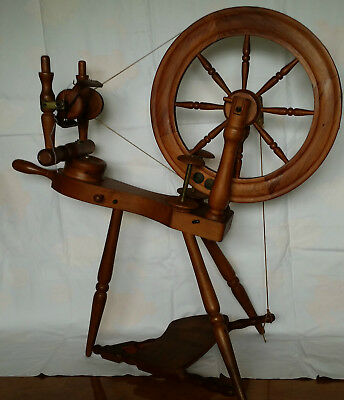 Pipy spinning wheel made by Phillip Poore New Zealand. Tekoteko Pipy. Perfect