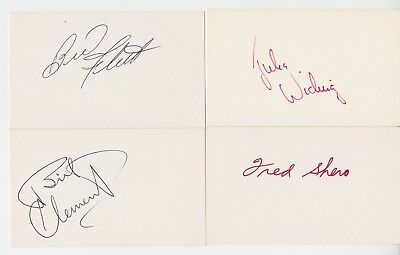 "26 Hockey Autographed 3"" x 5"" Index Cards"