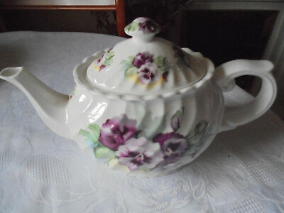 Staffordshire bone china 2 pt Tea pot Ribbed White with Pansies