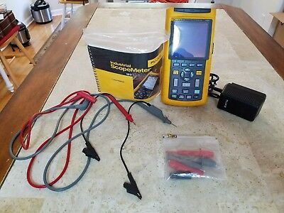 Fluke 123 Industrial ScopeMeter AC DC Charger Adapter STL120 Leads 20mhz As-is