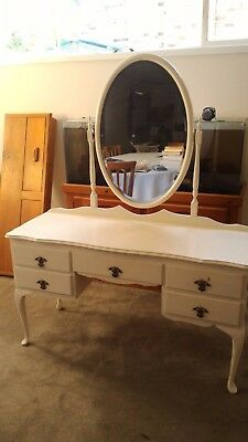 White antique dresser table in good condition. Pickup Davidson 2085