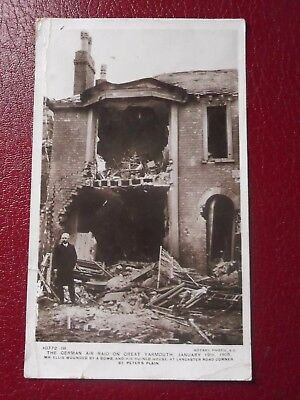 Postcard THE GERMAN AIR RAID ON GREAT YARMOUTH 1915 Rotary Photo E.C. 10772-18