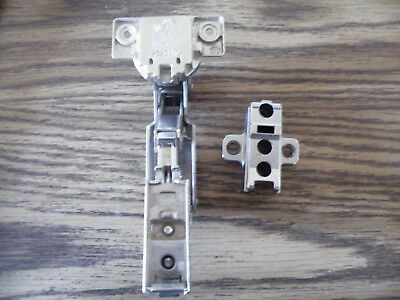 GRASS Self Closing/Clip On CABINET HINGES 2625110 with Mount/NEW