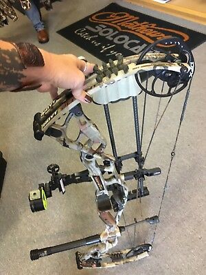 "Hoyt Carbon Defiant 34 2017 RH 70#  29"" Under Armour Ridge Reaper"