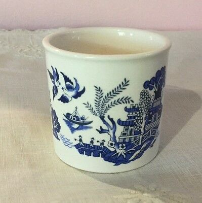 Blue & White Willow Pattern Egg Cup.Palissy, Royal Worcester.