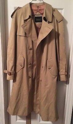 Mens Glenshire Trenchcoat With Burberry Lining and belt. Size 40 Regular.