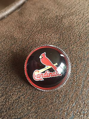 ST LOUIS CARDINALS Baseball MLB Glass Fronted Raised Unique Pin Badge Team Logo