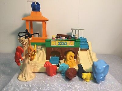 Vintage FISHER PRICE Little People ZOO Play set