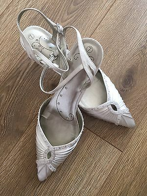 Beautiful Kitten Heel Wedding Strappy Shoes 7 Champagne Oyster Vintage White