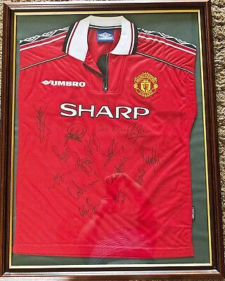 Professionally framed signed Manchester United Shirt - 1999 - 2000 first team