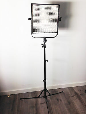 LITEPANELS LED Light LP-1x1 5600K-FLOOD with V-mount , tripod and flight-case