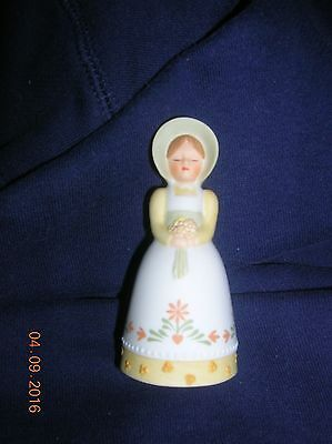 1985 Avon Country Porcelain Bell Girl w/ Bonnet & Bouquet MOTHER'S DAY GIFT