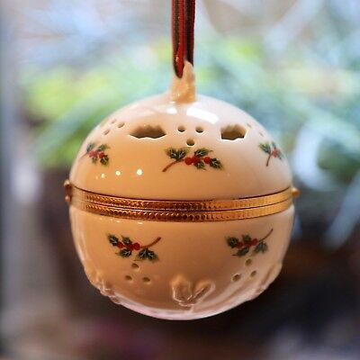 Partylite Holly & Ivy Christmas Ornament Potpourri Ball