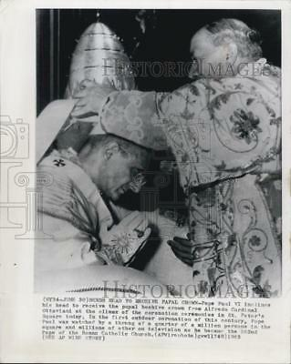 1963 Press Photo Pope Paul VI receives the papal crown from Alfredo Cardinal Ott