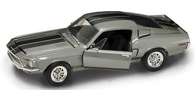 Road Signature Diecast Model - 1/18 Scale - 1968 Shelby GT-500KR - Silver