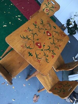 Kids Wood Table  and 4 Chair Set Design Vintage Preowned