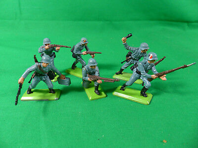 Britains Deetail WWII German Wehrmacht   Soldiers / Soldaten - Full Set of 6