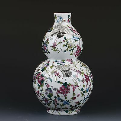 Chinese Famille Rose Porcelain Hand drawn gourd Vase W Qianlong Mark gd9749