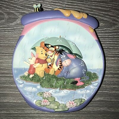 """Pooh's Hunnypot Adventures """"It's Just a Small Piece of Weather"""" 3-D Plate"""