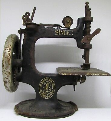 Vintage Or Antique Singer Child's Hand Crank Sewing Machine Model 20?