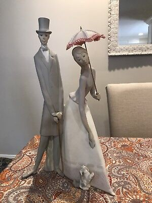 "Spanish Lladro #4563 ""Couple with Parasol"" Figurine"