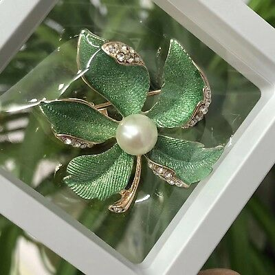 Freshwater Pearl Clove Brooch