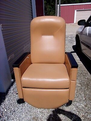 Tan Nemchoff Pristo ii Treatment Chair Home Hospital Nursing Medical recliner