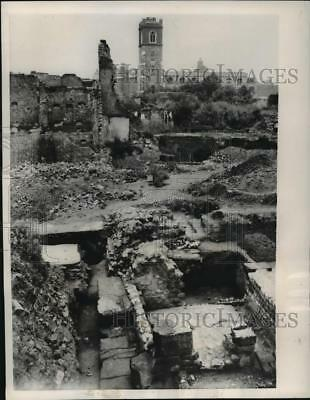 1956 Press Photo The ancient ruins of an old Roman Fort - mja28235