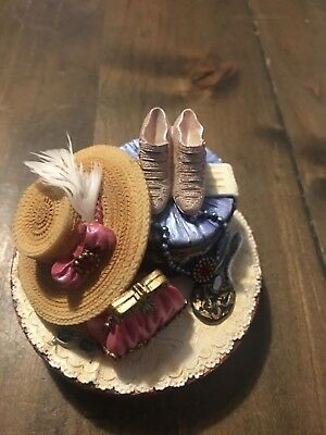 Ladies Hat & Shoes Candle Topper from Yankee Candle - Will fit Large & Med Jar