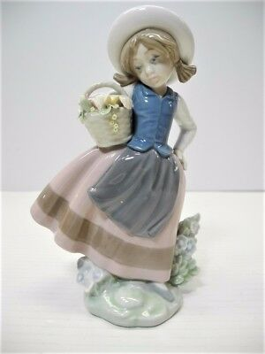 LLADRO SWEET SCENT Figurine #5221 Girl with Basket of Flowers